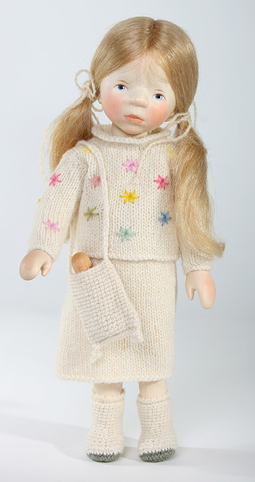 Blond Girl In Cream Knit H290