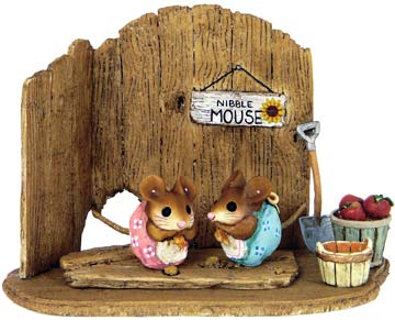 Nibble Mouse Barn Door Backdrop NM-4