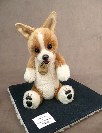 Truman Corgi Palm Puppy
