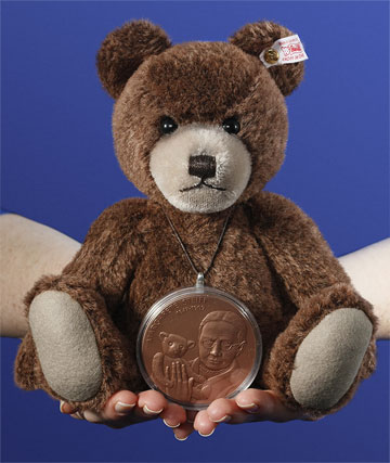 Brown Bear With Medal EAN 673801