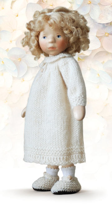 Blond Girl In Cream Knit DJ038
