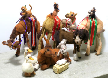 Away In The Manger Set With Camels