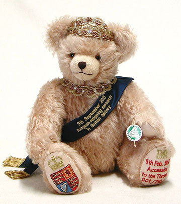 The Queen Celebration Bear 13188-3