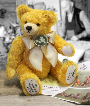 24th Sonneberg Museum Bear 12103-7 2017 by Hermann-Spielwaren GmbH