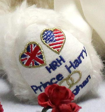 Prince Harry And Meghan Royal Wedding Bear 13182-1 by Hermann-Spielwaren GmbH