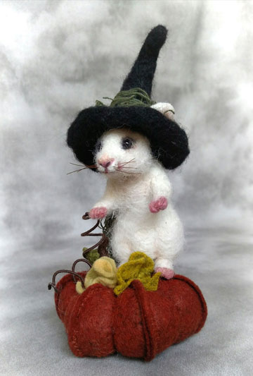 Pumpkin Witch Mouse