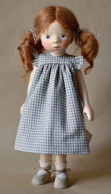 Girl In Gray-White Print Dress H360
