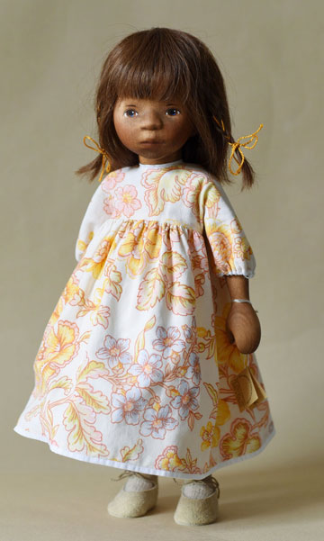 African American Girl In Yellow Floral Dress H362e