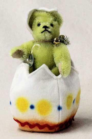 Light Green Little Teddy Hatches Out From The Egg 22132-4