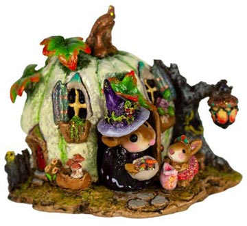 Wee Halloween Bungalow M-619a