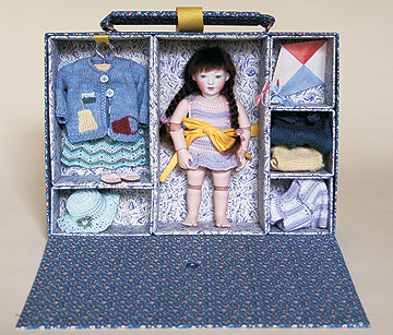 Primrose In Holiday Suitcase Club