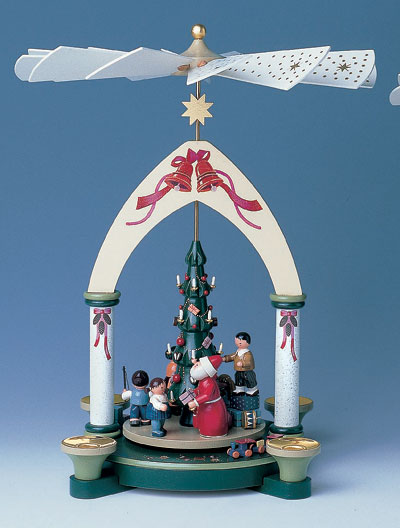 Santa and Children Pyramid 70003 by KWO